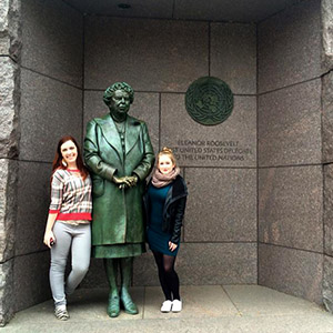 Students with statue of Eleanor Roosevelt