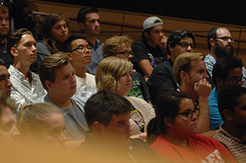 Students listen to Itzhak Perlman