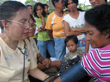 Faith Wallace at clinic in the Philippines